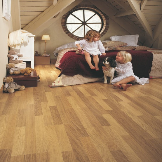 quick-step-classic-3-strip-oak-varnished-lifestyle
