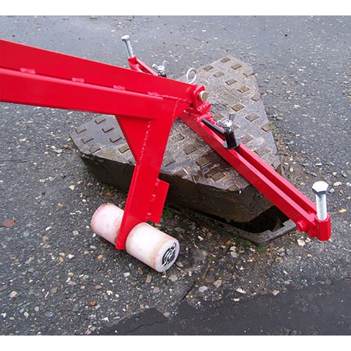 mustang tools pivot lift manhole cover lifter in operation