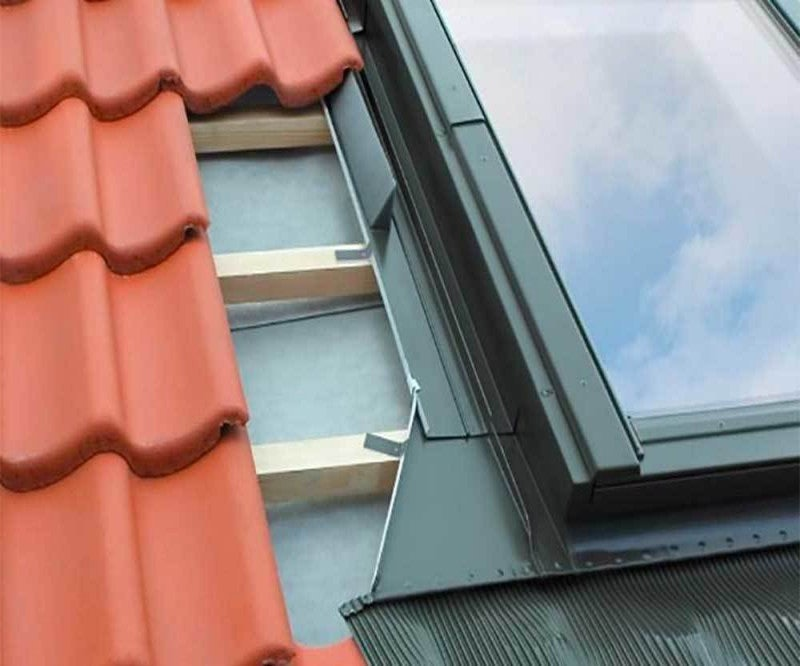 FAKRO EHN-A B1/2/01 Vertical Twin Flashing For Up To 90mm Interlocking Tiles - 55cm x 78cm