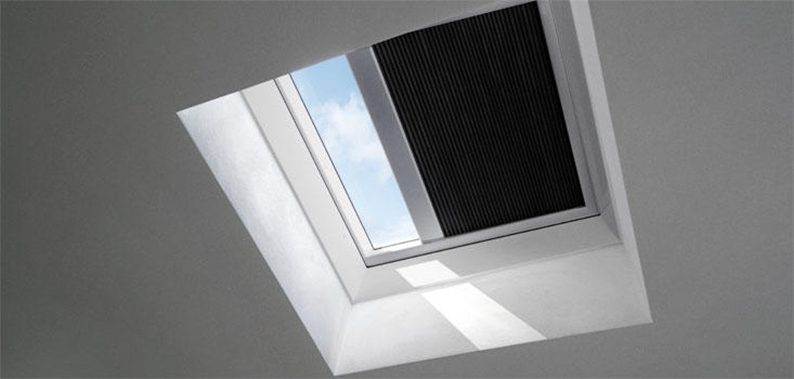 VELUX FMK 090120 1047 Electric Light Dimming Energy Blind - Charcoal
