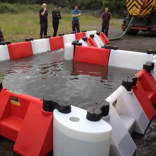Floodstop Red and White Floor Defence Barrier 0.5m High Multi-Hub